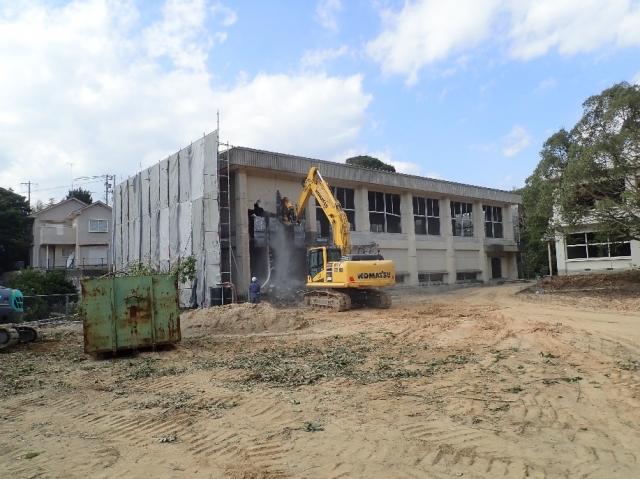 旧畔名小学校解体工事